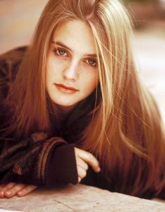 Photographer : Dana FinemanModel : Alicia Silverstone