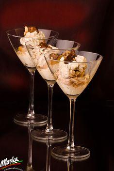 Patbingsu, Sundae Recipes, Delicious Recipes, Yummy Food, Coffee Milkshake, Gelato Ice Cream, Romantic Evening, Holiday Drinks, Aesthetic Food
