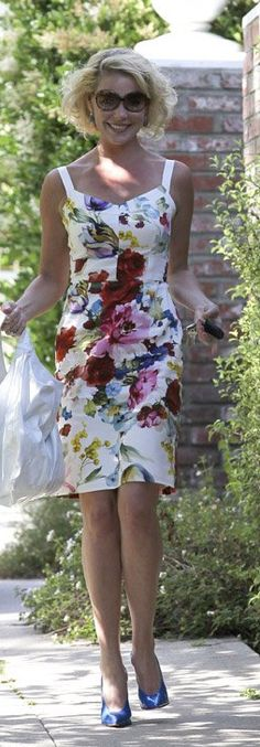 Who made Katherine Heigl's white patent leather handbag, blue pumps, and floral dress that she wore in Los Feliz on May 15, 2012?