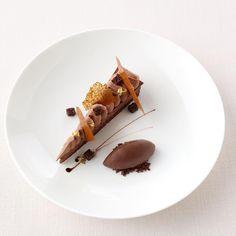 Chocolate jasmine cremeux , Guanaja sorbet #pastrylove #chef #dessert #chocolate #chocolatecake #chef #restaurant #hotel #pastry…