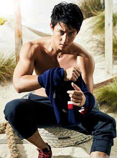 Male Fashion Trends: Mark Prin viste looks deportivos para el número de noviembre de GQ Tailandia Hot Asian Men, Asian Boys, Gq, Mark Prin, Male Fashion Trends, Asian Hotties, Thai Drama, Korean Artist, To My Future Husband