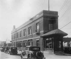 Here's a close-up shot of The Bohack Restaurant located at Flushing Avenue and Metropolitan Avenue also known as Bohack Square, Ridgewood, Queens. Ridgewood Queens, Wellington City, Living In Boston, New York Pictures, Queens New York, Victorian Photos, Vintage New York, Old Photos, Vintage Photos