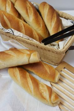 Burrata Pizza, Biscuit Bread, Pan Dulce, Bakery Cakes, Bread Rolls, Mediterranean Recipes, Healthy Baking, Hot Dog Buns, Scones