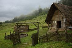 Old European culture: Log cabin Casa Viking, Viking House, Fantasy Places, Fantasy World, Viking Village, Historical Architecture, Medieval Fantasy, Story Inspiration, Middle Ages