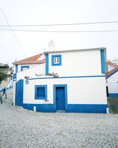 "32 Gostos, 3 Comentários - Rita Ribeiro (@ritav.ribeiro) no Instagram: ""the typical house from the village of Ericeira.. traditional architecture.. ❤ #ericeiravillage…"""