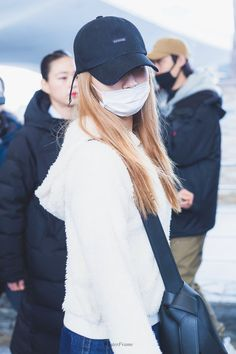 Sana-Twice 190223 Incheon Airport from Thailand South Korean Girls, Korean Girl Groups, Rose Blood, Twice Sana, Minatozaki Sana, Tzuyu Twice, Hirai Momo, Airport Style, Airport Fashion