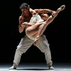 """Chloé Albaret and Jorge Nozal, """"Stop-Motion"""" choreography by Sol León and Paul Lightfoot, Nederlands Dans Theater, New York City Center (November 16, 2016) - Photographer Andrea Mohin"""