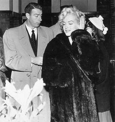 Newly weds Joe DiMaggio and Marilyn Monroe arriving in Japan in February 1954 <3