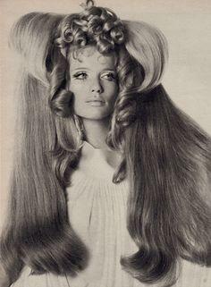 Verushka in Big Hair by IRVING PENN for Vogue 1968. From 2. Welt ausstellong der photo graphie (1968) (minkshmink)