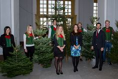 Prince Carl Philip and Princess Sofia in East Gate where students from SLU handed over the spruces. Photo: Kungahuset.se