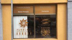 Rotulación corporativa de cristales Granada, Starbucks Iced Coffee, Coffee Bottle, Town Hall, Vinyls, Crystals, Grenada