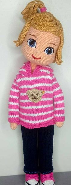 Amigurumi doll with yellow hair design and pink shoes. Easy amigurumi ideas for beginners here. The animals of free Amigurumi patterns and the ideas of Amigurumi Doll, Amigurumi Patterns, Doll Patterns, Crochet Patterns, Pattern Ideas, Free Pattern, Crochet Girls, Crochet Toys, Rosa Pullover