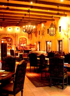 Located in the historic center of San José del Cabo, Tropicana Restaurant is one of the most frequented restaurant by tourists and locals. Ubicado en el Centro Histórico de San José del Cabo, Tropicana Restaurant es uno de los restaurantes más frecuentados tanto por turistas como por clientes locales.  Double-click on the photo for more information.
