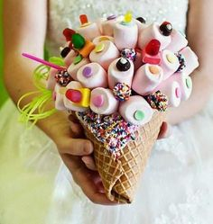 Getting married?! Well in that case, you might want to put a little sweet twist to it try to make this beautiful, cute and super delicious Sugar Sugar Bouquet :3