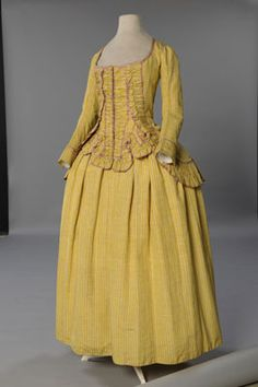 Yellow striped silk cutaway long-sleeved jacket or caraco with matching petticoat. Unusual drilled tabs in front. / Conjunto de corset e saia, cerca de 1785 18th Century Dress, 18th Century Costume, 18th Century Clothing, 18th Century Fashion, 16th Century, Vintage Outfits, Vintage Dresses, Vintage Fashion, Retro Mode