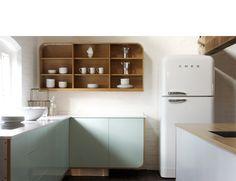 White SMEG. Flere SMEG produkter finner du på www.madamea.no Bildet er hentet fra: www.devolkitchens...