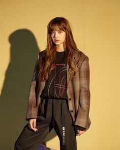 What If Lalisa Manoban is inlove with Her Best friend? Lisa Chan, Jennie Lisa, Blackpink Lisa, Blackpink Fashion, Korean Fashion, Blackpink Outfits, Korean Outfits, Rapper, Jenny Kim