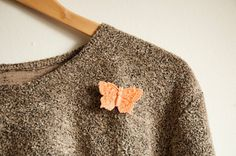 Brooch butterfly salmon pink on Etsy, €5,00