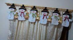 FELTRO MOLDES ARTESANATO EM GERAL: BONECO DE NEVE Christmas Mom, Christmas Fabric, Primitive Christmas, Country Christmas, Christmas Stockings, Christmas Ornaments, Handmade Christmas Decorations, Xmas Decorations, Advent Candles