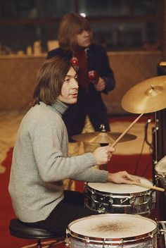 🆘️🔥🎸💕👍Charlie Watts with Brian Jones of Rolling Stones Brian Jones Rolling Stones, Los Rolling Stones, Charlie Watts, Beatles, The Roling Stones, Keith Richards Guitars, Vintage Rock T Shirts, Rollin Stones, Rock And Roll Bands