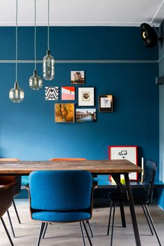 Choosing navy to colorize your dining room? Check these navy dining room ideas for your ultimate reference and you'll surely love it! Blue Rooms, Blue Walls, Interior Paint Colors For Living Room, Turbulence Deco, Black Interior Doors, Interior Concept, Living Styles, Rotterdam, House Colors