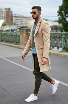 The look: camel coat casual. Camel Coat Outfit, Outfit Jeans, Outfit Hombre Casual, Stylish Men, Men Casual, Terno Slim, Moda Formal, Mode Man, Herren Outfit