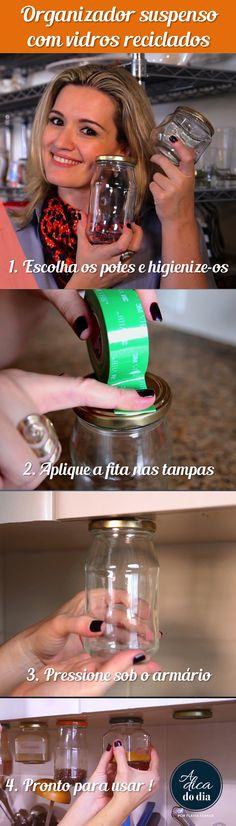 Recicle potes de vidro vazios (de geleia, maionese ou conserva) para fazer um organizador suspenso para organizar e decorar sua casa. Não precisa furar nada! Confira o passo a passo de Flávia Ferrari no DECORACASAS.
