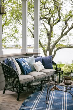 The Lexington Company is known for offering luxury designs in home textiles and apparel for men and women, inspired by 'New England style' - trends. Shop for the latest home collections & fashion from Lexington. Outdoor Rooms, Outdoor Sofa, Outdoor Living, Outdoor Furniture Sets, Outdoor Decor, Outdoor Gardens, New England Hus, New England Style, Porch Decorating