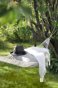 Pretty Yard #green #grass #hat #relax #decor #exteriors