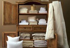 Sheets and bath towels. Draps et serviettes.