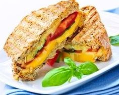Though yummy, grilled cheese sandwiches aren't the most nutritious option for kids. However with a couple simple changes, you can serve your children a healthier version of grilled cheese. Making Grilled Cheese, Grilled Cheese Recipes, Grilled Cheeses, Pizza Sandwich, Sandwich Recipes, Tomato Sandwich, Grilled Sandwich, Healthy Sandwiches, Lunch Recipes
