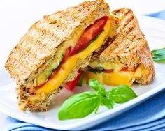 croque-monsieur au jambon blanc, poivron, cheddar et pesto  facile : http://www.cuisineaz.com/recettes/croque-monsieur-au-jambon-blanc-poivron-cheddar-et-pesto-facile-72098.aspx