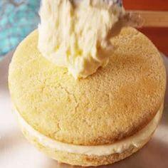Petal Cake This Mermaid Cake is worth the time.This Mermaid Cake is worth the time. Baking Recipes, Cake Recipes, Dessert Recipes, Cake Decorating Videos, Cookie Decorating, Bolo Charlotte, Gateau Harry Potter, Elegante Desserts, Petal Cake