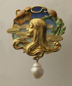Art Nouveau Pendant (France) c. 1900