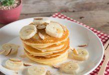 Mini clatite din banane Best Dessert Recipes, Ww Recipes, Easy Desserts, Sweet Recipes, Baking Recipes, Breakfast Recipes, Healthy Recipes, Yummy Pancake Recipe, Yummy Food