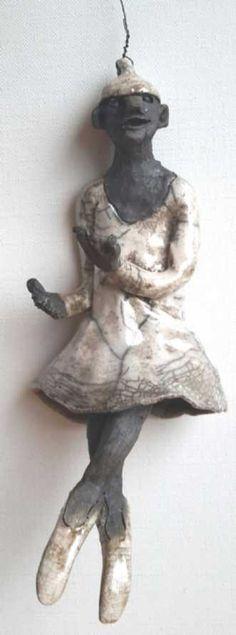 Name: Ballet Clown Artist: Grete Ryberg Høgh Gallery: Kunstsamlingen Height: 20 cm Width: 8 cm Price: 1000 kr. #kunstsamlingen #kunst #artcollection #art #painting #maleri #galleri #gallery #onlinegallery #onlinegalleri #kunstner #artist #danishartists #claysculpture #clay #sculpture #greteryberghøgh