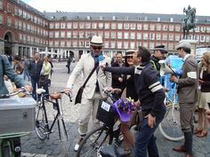 Entrevistando a Tweed Riders en Plaza Mayor