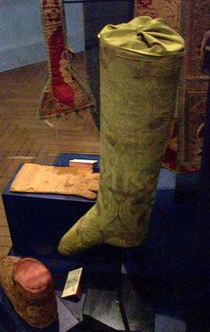 There are several types of stockings known to be from the 14th century. This stocking pattern is based on parts found and published in the Museum of London: Textiles and Clothing. This stocking pattern is also very modern in its leg construction. While the feet in stockings in period were fairly fitted, it does not…