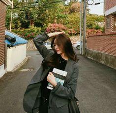 Korean Fashion Trends you can Steal – Designer Fashion Tips Uzzlang Girl, Korean Ulzzang, Korean Fashion Trends, Cold Weather Outfits, Ulzzang Fashion, Korean Model, South Korean Girls, Pretty Woman, Asian Beauty