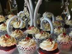 12 Red velvet cupcakes with cream cheese buttercream Cream Cheese Buttercream, Red Velvet Cupcakes, Birthday Candles, Lady, Kitchen, Desserts, Food, Cucina, Tailgate Desserts