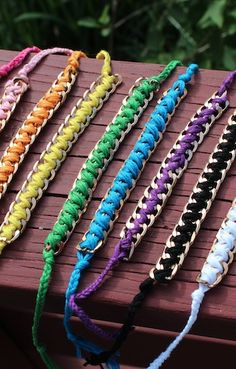Redefine your idea of friendship bracelet patterns with the How to Make Friendship Bracelets: 12 Fun Friendship Bracelet Patterns eBook! Diy Jewelry Projects, Macrame Projects, Jewelry Crafts, Kumihimo Bracelet, Pop Tab Bracelet, Anklet Bracelet, Diy Bracelet, Anklets, Do It Yourself Inspiration