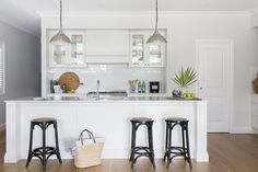 Hamptons style might reign supreme in this house, but its customised design and finishing touches add a new dimension to an eternal favourite. Hamptons Style Homes, Hamptons House, The Hamptons, Spotted Gum Flooring, Hamptons Kitchen, Cuisines Design, House And Home Magazine, Kitchen Design, Kitchen Colors