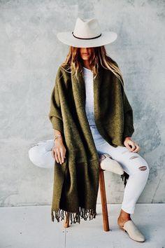 Wear Pampa this winter, oversized llama wool scarves Wear Pampa this winter, oversized llama wool scarves Desert Fashion, Boho Fashion, Fashion Outfits, Womens Fashion, Style Fashion, Fashion Top, Fashion Clothes, Estilo Glamour, Estilo Boho