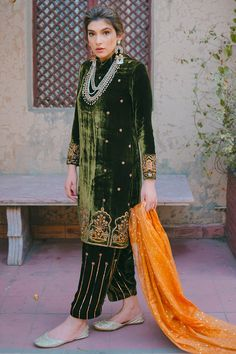 Fashion is like food; you shouldn't stick to the same menu. #clothing #fashion #style #streetwear #clothes #art #brand #fashionblogger #model #streetstyle #instagood #design #outfit #clothingline #fashionista #designer #outfitoftheday Velvet Pakistani Dress, Simple Pakistani Dresses, Pakistani Dress Design, Pakistani Mehndi, Pakistani Bridal, Bridal Lehenga, Indian Bridal, Latest Dress Design, Stylish Dress Designs