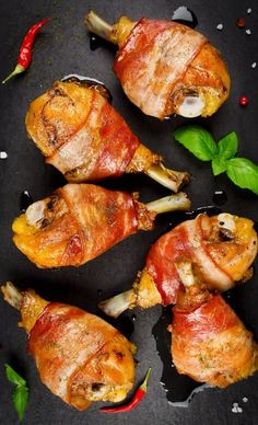 Pressure cooker bacon-wrapped chicken drumsticks recipe. Very popular chicken drumsticks wrapped in bacon baked in a pressure cooker. #pressurecooker #instantpot #chicken #drumsticks #dinner #homemade