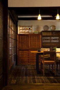 Japanese old china cabinet - farm-style....