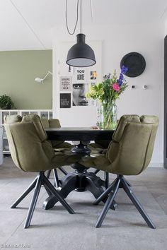 Zo creëer je een stoere eetkamer | InteriorTwin Dining Room, Table, Furniture, Home Decor, Dutch, Interiors, Stuff Stuff, Decoration Home, Room Decor
