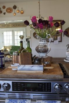 Can you have a true French Country Kitchen? Many wonder how to create A French Inspired Kitchen. Country Decor, Decor, French Country Kitchen, Kitchen On A Budget, French Decor, Kitchen, Modern French Decor, English Decor, Country Kitchen