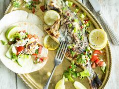 You like grilled fish? And fish tacos? Then you are going to love our fresh tacos with whole grilled fish and Pico de Gallo! Spring Grilling Recipes, Food Porn, Cilantro Sauce, Grilled Fish, Creative Food, Going Vegan, Fresh Rolls, Cobb Salad, Steak