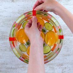 Sangria original Cold sangria with orange, lemon and strawberry. Summer Drink Recipes, Drinks Alcohol Recipes, Summer Drinks, Alcoholic Drinks, Dessert Drinks, Bar Drinks, Cocktail Drinks, Sangria, Food Carving